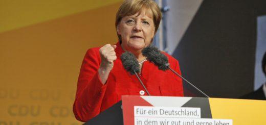 Die Kanzlerin ballt die Faust: Angela Merkel bei ihrem Wahlkampfauftritt in Bremen. Foto: Barth