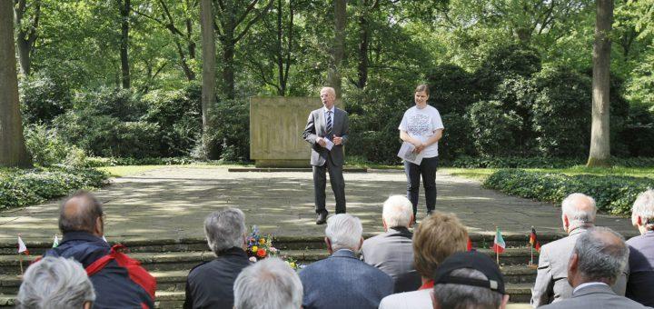 Hat ebenfalls an der Gedenkveranstaltung auf dem Osterholzer Friedhof teilgenommen: Christian Weber, Präsident der Bremischen Bürgerschaft. Foto: Barth