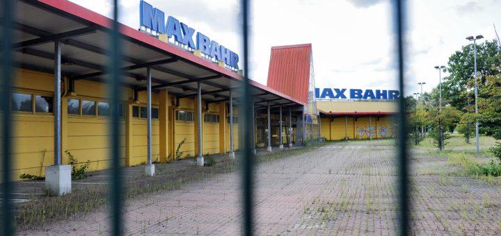 Auf dem ehemaligen Max-Bahr-Gelände in Habenhausen tut sich noch immer nichts. Anwohner haben Klage gegen die Pläne des Eigentümers eingereicht.Foto: Schlie
