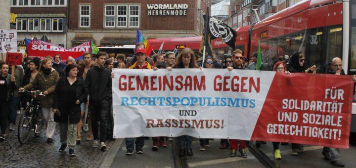 """Bremer demonstrieren unter dem Motto """"Gegen den Rechtsruck in Deutschland"""". Foto: Beinke"""