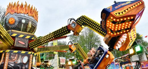 Ab Sonnabend drehen sich wieder die Karrussells auf den Graftwiesen.Foto: Konczak