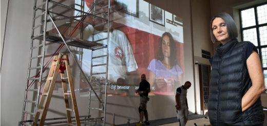 Katarzyna Kozyra zeigt mitten in der Stadtkirche eine extra für Delmenhorst zusammengeschnittene Videoarbeit. Der dauert über eine Stunde und läuft in Dauerschleife. Freitag und Samstag wurde das Projekt vorbereitet.Fotomontage: Konczak