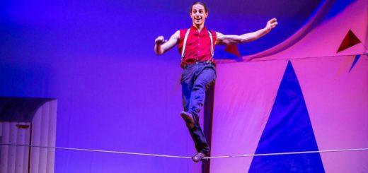 """Lucas Bergandi zeigt in der neuen Varieté-Show """"La Luna"""" sein Können auf dem Drahtseil. Foto: GOP"""