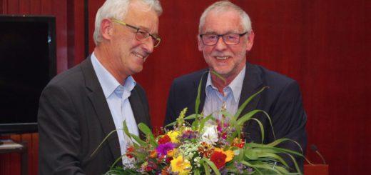Mit einer Feierstunde im Rathaus wurde Dr. Johann Böhmann am Mittwoch als Chefarzt der Kinderklinik des Josef-Hospitals Delmenhorst (JHD) verabschiedet. Zu dem Empfang hatte Oberbürgermeister Axel Jahnz eingeladen.Foto: gri