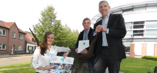 Marktmeisterin Tatjana Jamkowoj, Festwirt Wolfgang Teichmeier und Bürgermeister Torsten Rohde (von links) freuen sich auf den 269. Scharmbecker Herbstmarkt. Foto: Bosse