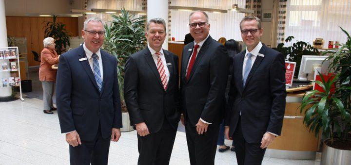 Der LzO-Vorstand zog am Montag Halbjahresbilanz: (v.l.) Heinz Barlage, Olaf Hemker, Michael Thanheiser und Jörg Niemann. Foto: nba