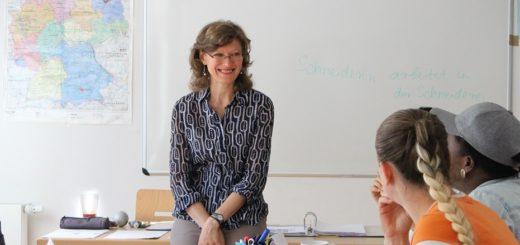 """Margarita Grosse unterrichtet im Kurs """"Meine Mama lernt Deutsch"""" und ist überzeugt, dass dieses Modell das beste für Mütter ist. Foto: Füller"""