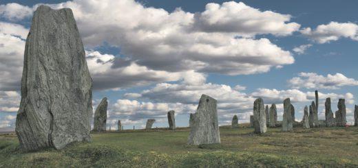 """Die """"Calanais Standing Stones"""" ragen schon seit 5.000 Jahren in den schottischen Himmel. Fotos: Neloska"""