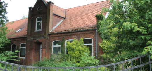 Seit über 150 Jahren steht das Gebäude der Dorfschule in Burgdamm – die städtische Deputation für Kinder und Bildung beschloss den Abriss.