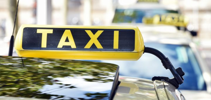 Die Finanzverwaltung soll die Taxibetriebe künftig stärker kontrollieren. Foto: Schlie