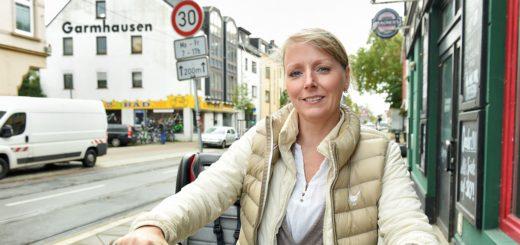 Peggy Diestelkamp setzt sich mit einer Petition für mehr Sicherheit für Radfahrer auf dem Buntentorsteinweg ein. Foto: Schlie