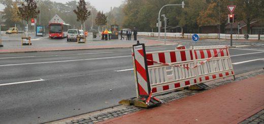 Noch ist die Kreuzung unbefahren. Nach dem Stadtteilfest am Sonntag hat der Verkehr rund um den Bahnhofsplatz wieder freie Fahrt. Foto: Spier