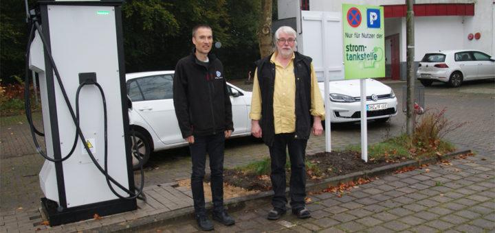 Wolf Warncke und Dr. Erwin Bienewald werben für die Elektromobilität und laden zu einem gemeinsamen Aktionstag ein. Foto: Möller