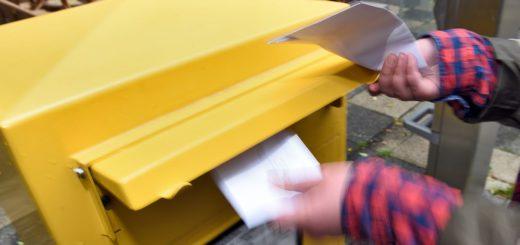 Wie schnell der eingeworfene Brief beim Empfänger ankommt, ist von unterschiedlichen Faktoren abhängig. Foto: Schlie