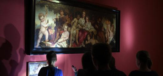 Im Schein der Taschenlampen entfalteten die Gemälde einen ganz besonderen Reiz. Doch auch bei voller Beleuchtung lohnt sich die Betrachtung.Fotos: Konczak