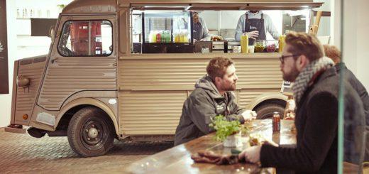 An den Food-Trucks bekommt man frisch zubereitete Leckereien, so wie hier in der Markthalle Acht in Bremen.Foto: Veranstalter