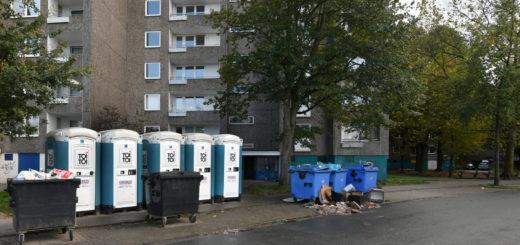 """Die Wohnblöcke """"Am Wollepark"""" 11 und 12 sind mittlerweile praktisch unbewohnt. Heute sollen die Gebäude verschlossen werden.Foto: Konczak"""