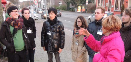 Die Greeter suchen selbst die Orte und Themen aus, die sie den Gästen zeigen möchten – wie hier in Blumenthal. Foto: pv