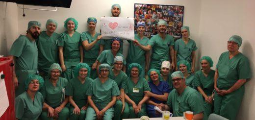 """Viele Mitarbeiter und Mitarbeiterinnen zeigen dass, sie """"ein Herz für unser JHD"""" haben. Foto: pv"""