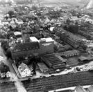 Die Luftaufnahme aus der Zeit um 1960 zeigt das Mondamin-Werk in seiner vollen Ausdehnung. Am linken Bildrand verläuft die Mühlenstraße.Foto: Stadtarchiv Delmenhorst