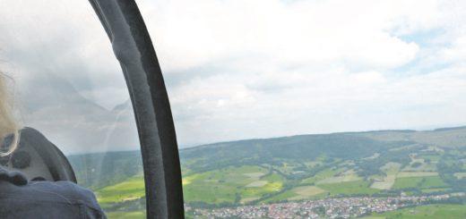 Die abwechslungsreiche Landschaft der Rhön ist auch von oben ein Hingucker.Foto: Suhren