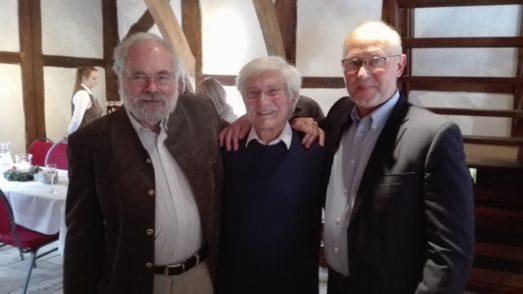 Wulf Schiefenhövel, Wolf E. Schultz und Holger Lebedinzew (von links) bei der Feierstunde in der Huder Wassermühle.Foto: rl