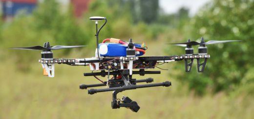 Auf den Radarschirmen der Fluglotsen sind die Drohnen nicht zu erkennen. Foto: Schlie