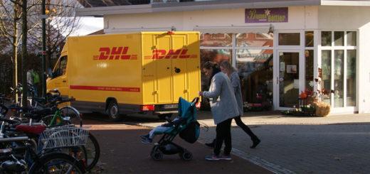 Auch Paketwagen haben keine Sonderrechte und dürfen Geh- und Radwege nicht befahren, wie es auf unserem Foto gerade ein DHL-Fahrer im Bereich der Ladenpassage an der Bahnhofstraße tut.Foto: Möller