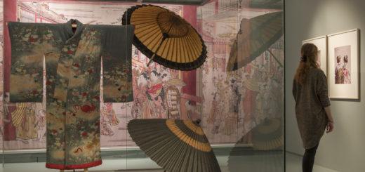 """Die Mode von der Edo-Zeit (1600 - 1868) bis heute ist einer der Schwerpunkt in der Ausstellung """"Cool Japan"""" im Übersee-Museum Bremen. Foto: Volker Beinhorn"""