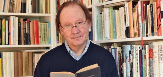 Johann-Günther König hat den Roman Pik Adam von Josef Kastein aus dem Jahr 1927 in einer Neuauflage herausgegeben. Foto: Schlie