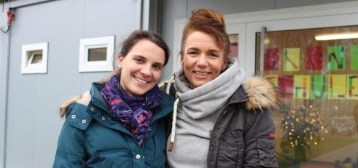 Lehrerin Claudia von Zmuda (l.) und Sozialpädagogin Andrea Franz gehören zum Team an der Dependance der Grundschule Buntentorsteinweg. Fotos: Füller