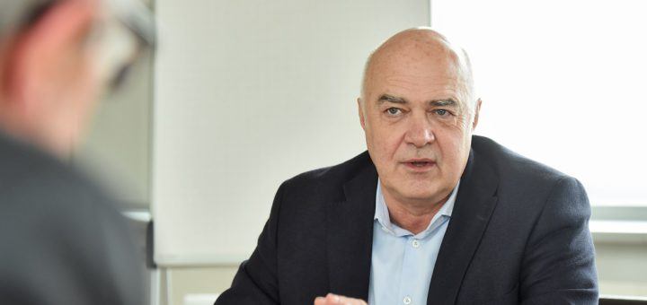 Von der Zentrale in Bremen-Vahr aus lenkt Kurt Zech als geschäftsführender Gesellschafter die Zech Group, Deutschlands größten Projektentwickler. Foto: Schlie