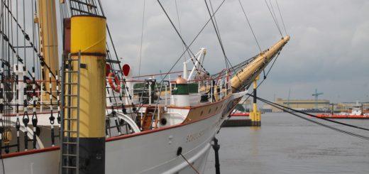 Das Schulschiff ist eines der Leuchttürme im Bremer Norden und liegt an der Maritimen Meile. Dort lässt sich auch Werftgeschichte, Gastronomie und und viel Natur erleben. Foto: av