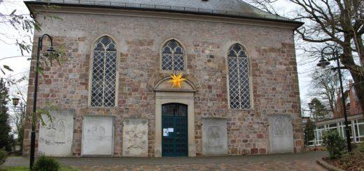 Seit der vergangenen Woche erklingt die Orgel in der St. Martini-Kirche in Lesum wieder – Unbekannte hatten die Kirche Ende Oktober verwüstet und Bauschaum in das Instrument gefüllt. Foto: Harm