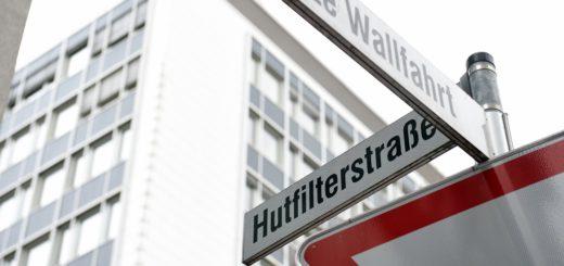 Wurden in der Hutfilterstraße Hüte gefiltert? In ihren neuen Stadtführungen zeigen Studenten der Hochschule Bremen die Hansestadt aus unterschiedlichen Blickwinkeln. Foto: Schlie