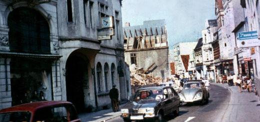 Im Juli 1970 begann in der Langen Straße der Abriss von Häusern für den Bau des Karstadt-Kaufhauses. Foto: Stadtarchiv Delmenhorst