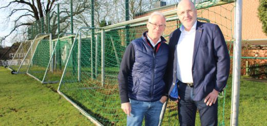 Jürgen Linke (links) hat ihn gefunden: Einen Anwärter für den Vorsitz beim Kreissportbund Bremen-Nord. Peter Nowack (rechts) stellt sich bei der Mitgliederversammlung im April zur Wahl .Foto: Harm