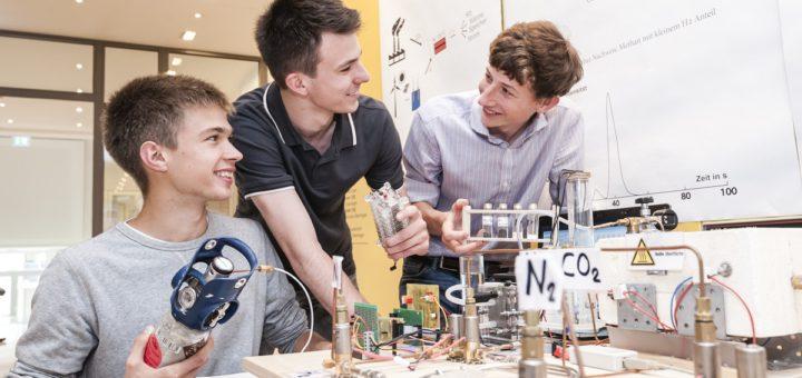 Biologie, Chemie und Arbeitswelt sind die beliebtesten Themenfelder bei den Bremer Jungforschern. Foto: Stiftung Jugend forscht e.V.