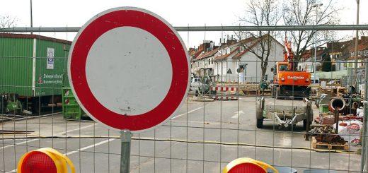 Durchfahrt verboten: Die Bremer müssen sich in diesem Jahr wieder auf zahlreiche Baustellen einstellen, betroffen sind unter anderem sensible Bereiche in der Innenstadt. Archivfoto: Schlie