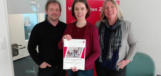 Kai Reimers, Landesvorstandssprecherin Ina von Boetticher und Rebecca Schwenzer stellten die GEW-Studie vor. Foto: Lürssen