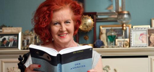Die Delmenhorsterin Elfy Graham hat ihrer Fantasie freien Lauf gelassen. Ihr Debüt-Roman ist jetzt im Handel erhältlich. Foto: Konczak
