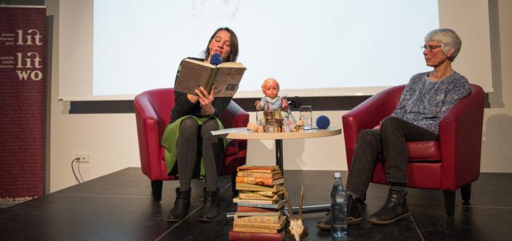 """Bei der Buchvorstellung von """"Kirschendiebe"""" war auch die Mutter von Anke Bär anwesend. Foto: Tistan Vankann"""