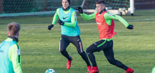 Zweikampf im Training zwischen Ludwig Augustinsson (links) und Milot Rashica. M