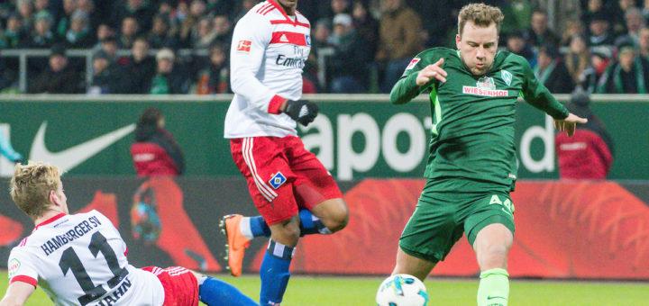 Philipp Bargfrede im Zweikampf mit André Hahn vom HSV.