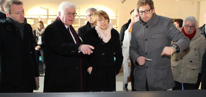 Der Bundespräsident informiert sich mit seiner Frau über die Historie des Bunker Valentins. Foto: Harm
