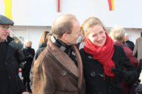 Taufpatin Katja Pourshirazi mit Andreas Bettray, Geschäftsführer der Fähren Bremen-Stedingen. Foto: Harm