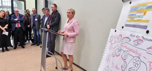 Gesundheitssenatorin Eva Quante-Brandt hat die neue Station am Klinikum Bremen-Ost eröffnet. Foto: Schlie