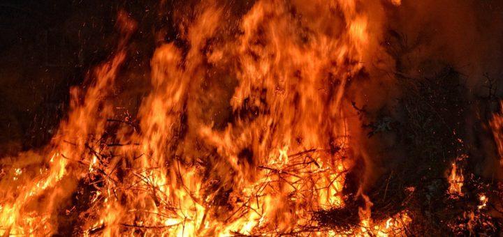 Seit mehr als 40 Jahren wird das Osterfeuer auf dem Schimmelhof entzündet. Foto: pixabay