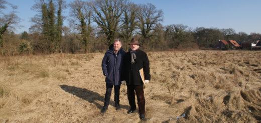 Hartmut Kreikenbaum und Christoph Bayer auf der Hörenbergwiese.