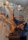 """Eine neue, raumgreifende Installation ist sein """"Mammonbaum"""". Foto: Konczak"""
